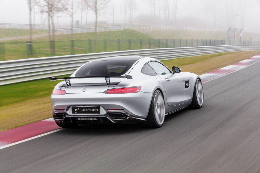 Esta máquina desarrollada por los especialistas alemanes de Luethen Motorsport lleva 22.400 euros en nuevos componentes aerodinámicos de fibra de carbono. También estrena llantas forjadas, más ligeras, nuevas suspensiones coilover y un motor que alcanza los 612 CV.
