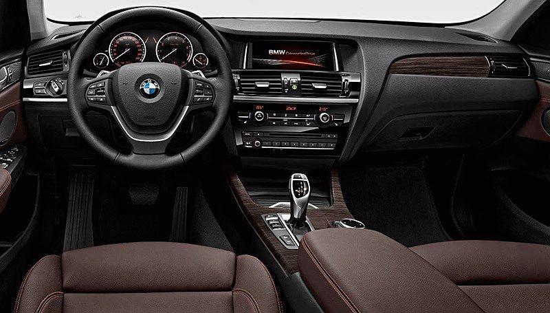 El interior también presenta mejoras y ligeros cambios en el diseño. El cliente ahora contará con la opción de la versión xLine, que acentúa el carácter aventurero de este crossover