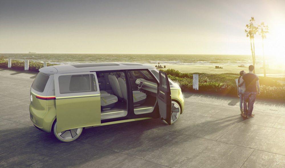 La legendaria Volkswagen T1 ha servido de punto de partida par diseñar esta I.D. Buzz Concept, que se sustenta sobre la nueva plataforma MEB. Tiene 3.300 milímetros de distancia entre ejes y mide nada menos que 4,94 metros de largo.
