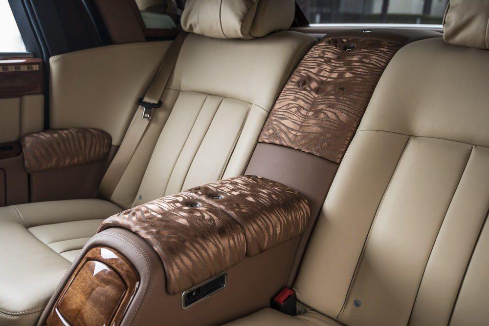Los expertos del departamento Bespoke han imitado la piel de tigre para decorar el interior de este exclusivo Phantom que fue a parar a Vietnam.