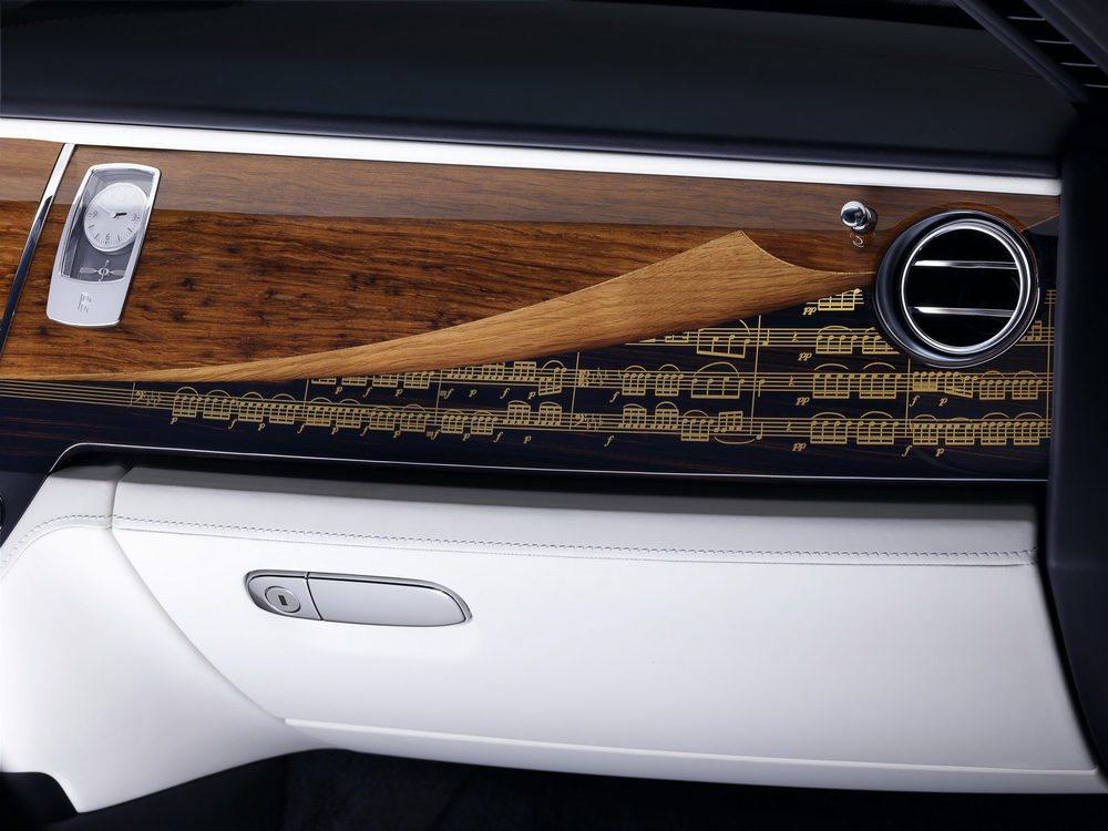 Estas molduras que contienen la partitura favorida de su propietario están fabricadas en madera de roble y ébano.