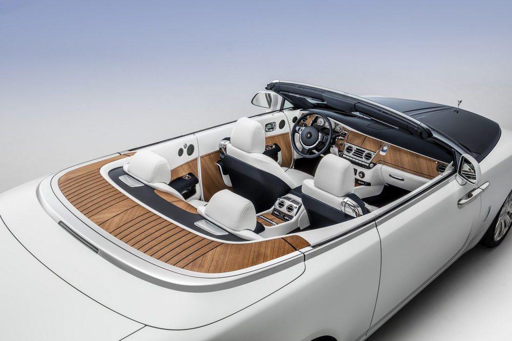 Los yates de lujo han inspirado la creación de este Rolls Royce que incluso tiene un reloj inspirado en el favorito de su propietario.
