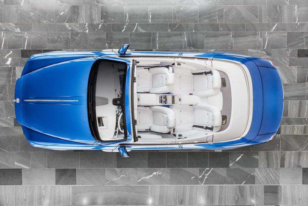 Este color se denomina Fux Blue y sólo lo podrán utilizar los Rolls Royce encargados por el coleccionista Michael Fux. El tuyo no.