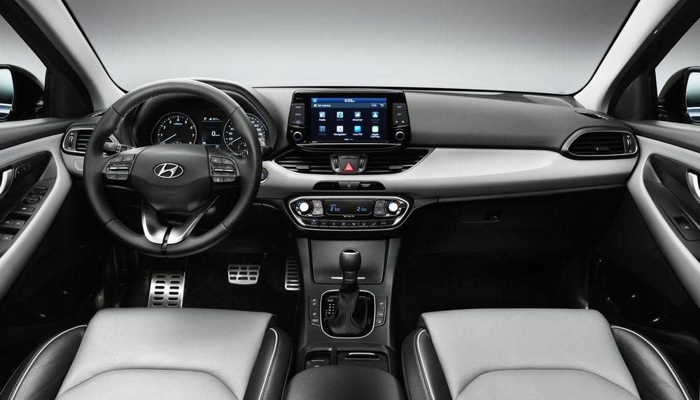 El interior del nuevo i30 destaca por su calidad, que nada tiene ya que envidiar a la de los mejores rivales del segmento