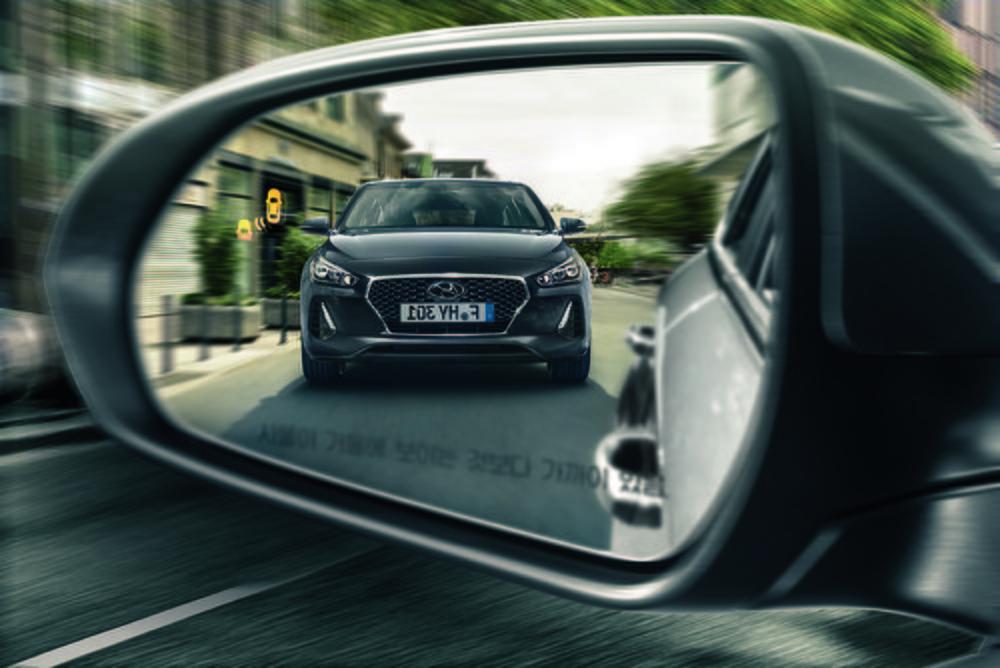 El Nuevo Hyundai i30 ofrece un diseño personal y atemporal, pero con rasgos que recuerdan inmediatamente a otros modelos de la marca coreana.