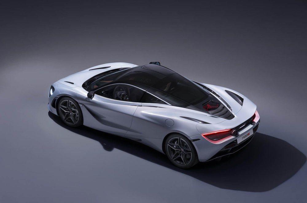 El diseño exterior del 720S Coupé es completamente innovador. Mantiene un sistema de aerodinámica activa y han mejorado la refrigeración mecánica un 15% frente a los 650S. Está fabricado en carbono y sólo pesa 1.283 kilos.