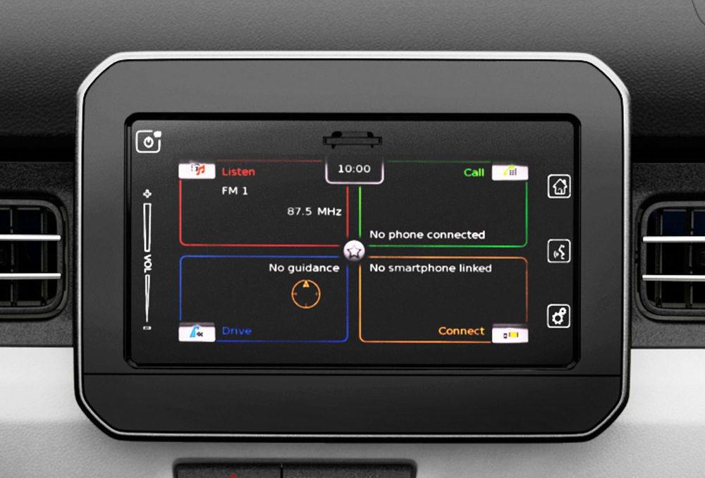 La pantalla táctil de 7 pulgadas permite controlar funciones de conectividad y navegación. El diseño del cuadro es funcional y moderno.