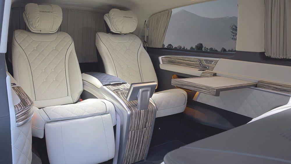 El interior de esta exclusiva criatura de Mansory es propia de los lujosos Mercedes-Maybach. Se tapiza con el más suave cuero y suma molduras de madera, pero también rebosa tecnología y derrocha confort de marcha.