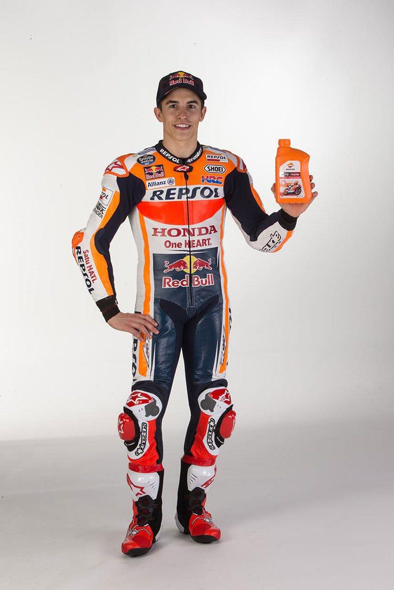 El mismo equipo que desarrolla los lubricantes para la moto de Marc Márquez se encarga de diseñar la gama Repsol Moto 4T.