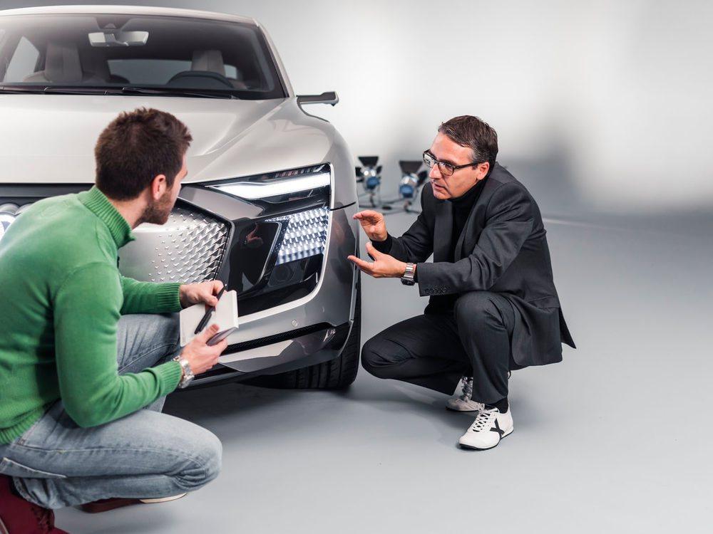 César Muntada es Jefe de Diseño de luces y llantas en Audi. El es el encargado de explicarnos la tecnología que esconden los nuevos faros de este prototipo y cuya tecnología han denominado Digital Matrix.