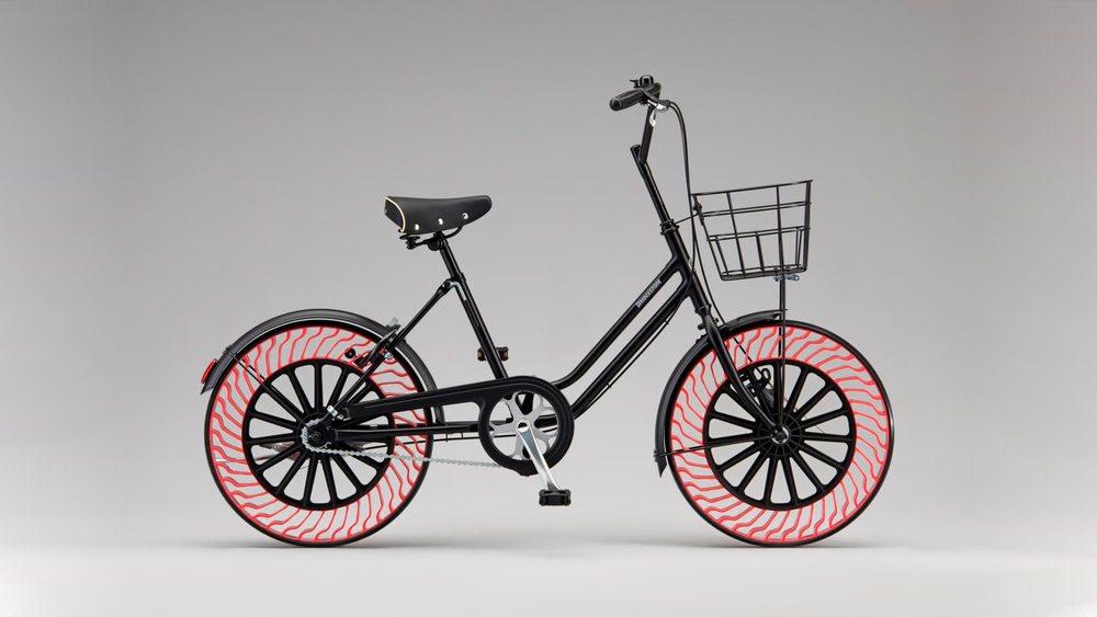 Pinchar con nuestra bicicleta dejará de ser un problema gracias a Bridgestone, que en 2019 tendrá a la venta estos Air Free Concept, unos neumáticos que presentan una estructura interior que hace la función del aire y además son más eficientes.