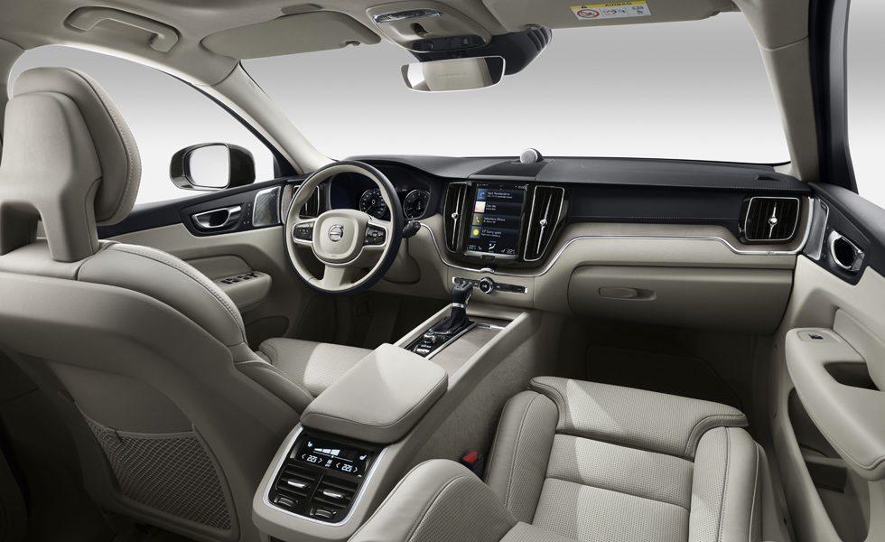 El habitáculo de los nuevos Volvo XC60 presume de ergonomía y de calidad de acabado. La personalización será máxima y todos apuestan por esta generosa pantalla central táctil.