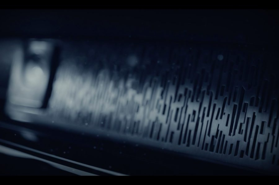 Esta imagen nos da un detalle del trabajo que puede presentar las molduras decorativas del nuevo Rolls Royce Phantom. Se acompaña de su inconfundible reloj analógico, que coronasu salpicadero.
