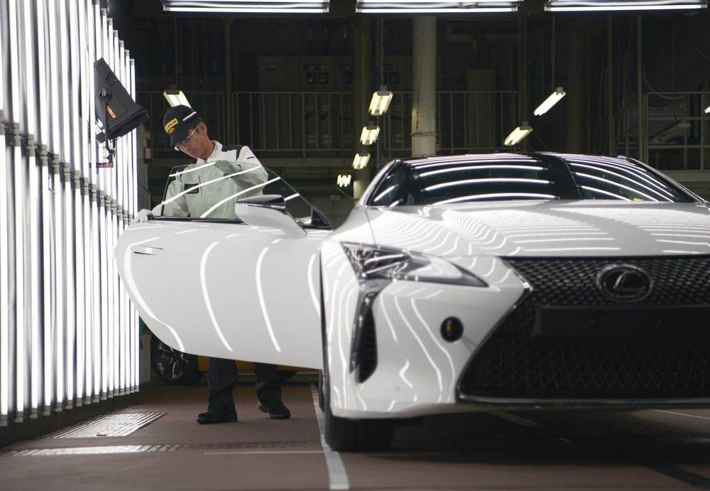 Un equipo de artesanos Takumi se encargan de su fabricación