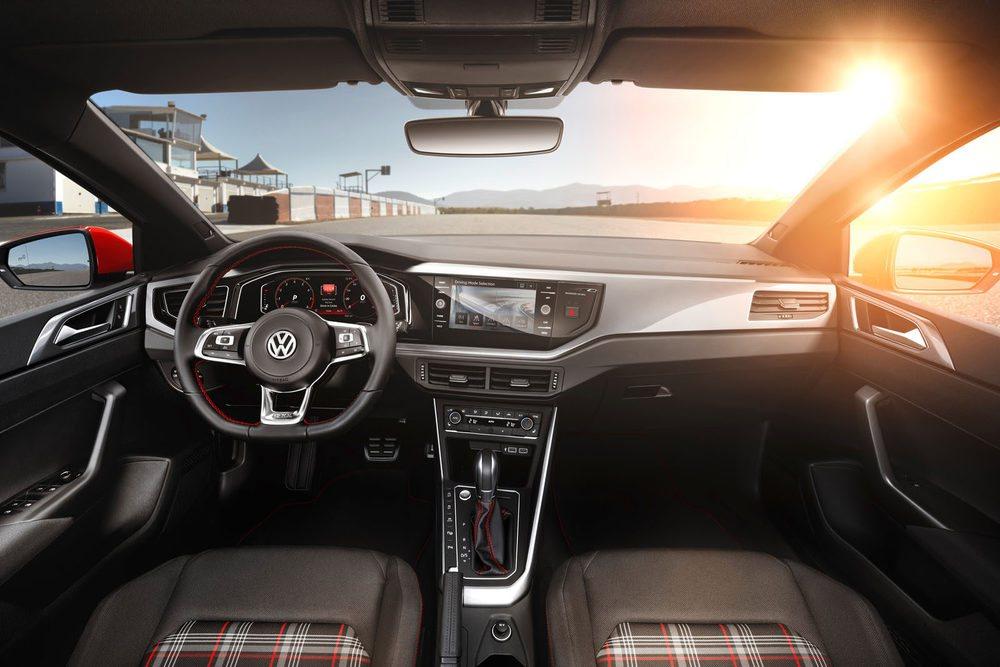 En el interior del Volkswagen Polo GTI, la clásica tapicería a cuadros que ya es un clásico en la marca.