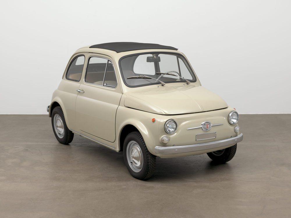 El Fiat 500 no es solo un símbolo de la propiedad de automóviles de masa. Con el tiempo, se ha convertido en un icono de estilo y diseño.