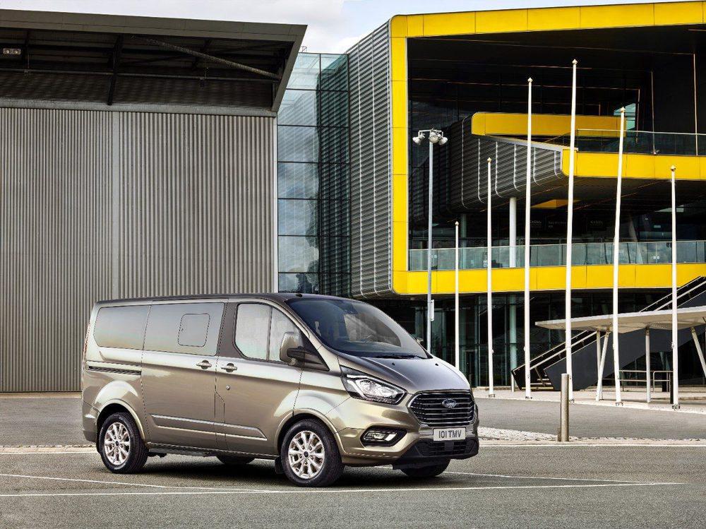 Sólo se ofrece con el motor 2.0 EcoBlue, que está disponible con 105, 130 y 170 CV de potencia. Opcional ahora es una nueva suspensión neumática para el eje trasero, además de que suma lo último en asistentes a la conducción.