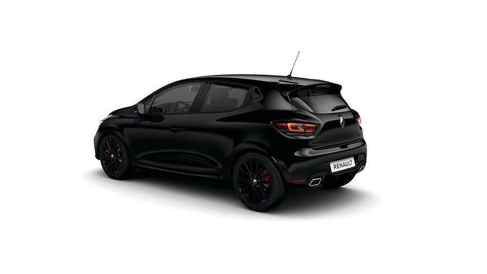 El nuevo paquete Black Edition se puede equipar independientemente del color de la carrocería de tu deportivo Clio R.S. Le delatan detalles en negro brillante, como los retrovisores, tiradores, emblemas, llantas, difusor trasero...
