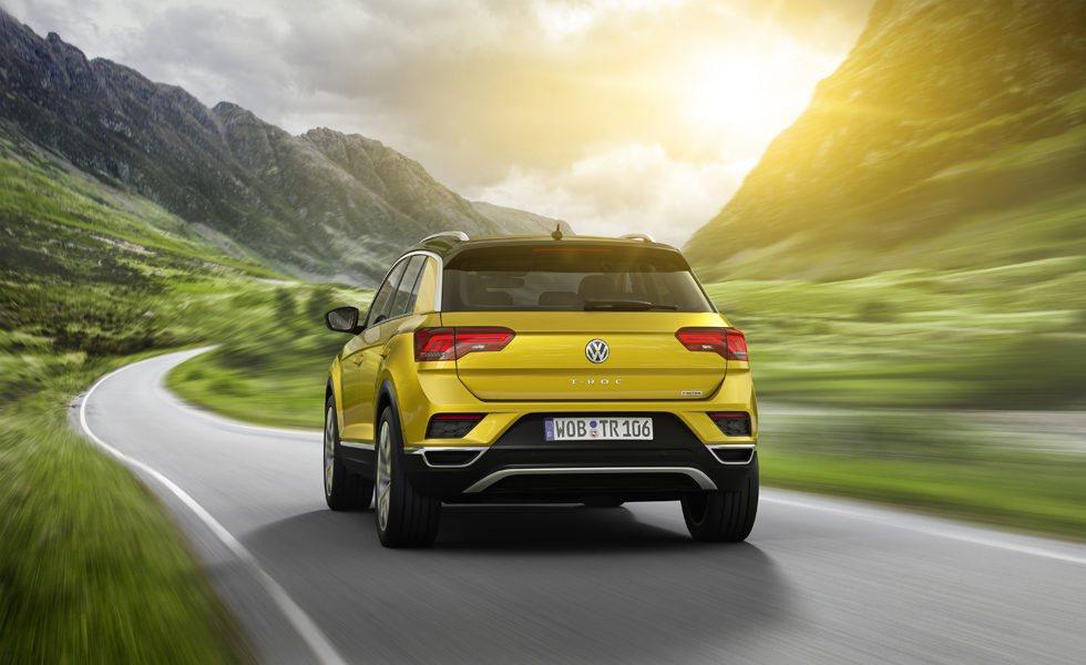 El nuevo Volkswagen T-Roc se sustenta sobre la plataforma MQB y mide 4,23 metros de largo, unos 25 centímetros menos que su hermano mayor, el Volkswagen Tiguan.