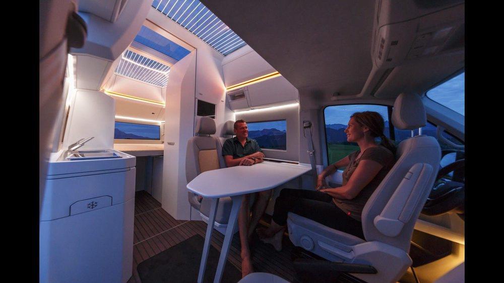 Su interior será la envidia de muchos apartamentos, pues tiene zona de comedor para cuatro personas, baño completo, cocina... Además hay iluminación ambiental y suelo radiente.