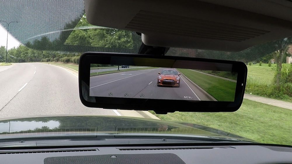 De serie, los Armada Platinum estrenan este espejo retrovisor inteligente I-RVM, que proyecta la imagen recogida por una cámara en la parte posterior.