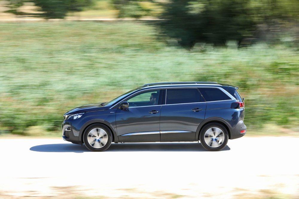 Es curioso que a día de hoy Peugeot no ofrezca esta versión diésel, pasando del 1.5 BlueHDI 130 al 2.0 BlueHDI 180. Este último asociado en exclusiva al cambio EAT8. Este probado gastó 6,5 l/100 km de media real, un buen dato.