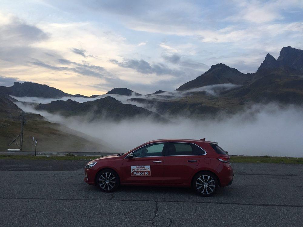 La niebla nos dejó esta maravillosa estampa cuando pasamos la frontera en Portalet