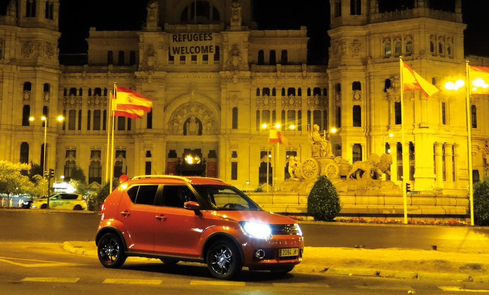 La aventura comienza, de noche, en el centro de Madrid.