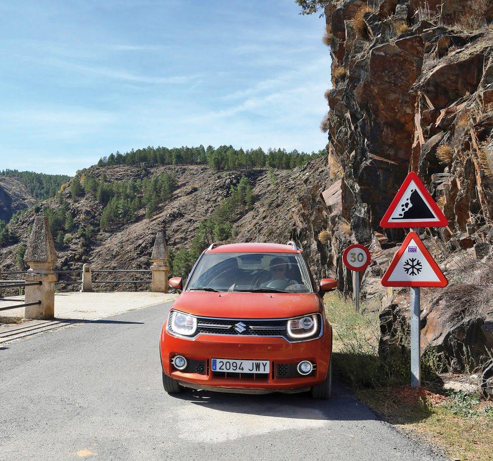 Carretera con curvas para que el Ignis demuestre su agilidad.