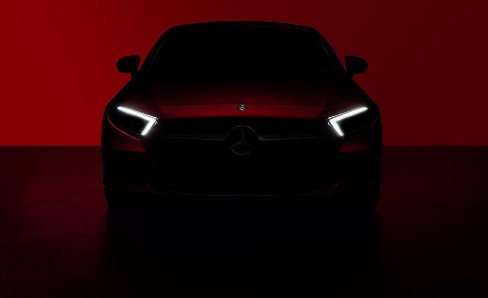 La primera imagen del Mercedes CLS muestra su frontal y su nueva firma luminosa.