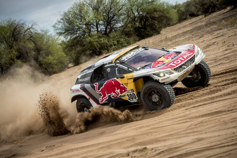 Treinta años después de su primera victoria, Peugeot volvió a reinar en el Dakar, y lo hizo a lo grande