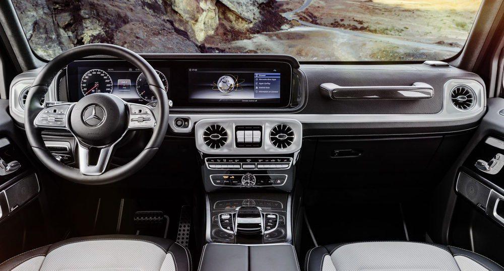 Su interior es completamente nuevo y mucho más ergonómico. Los relojes digitales serán una opción y se sumarán a la pantalla central de 12,3 pulgadas. Ahora hay mucho más hueco para los ocupantes de las plazas traseras.