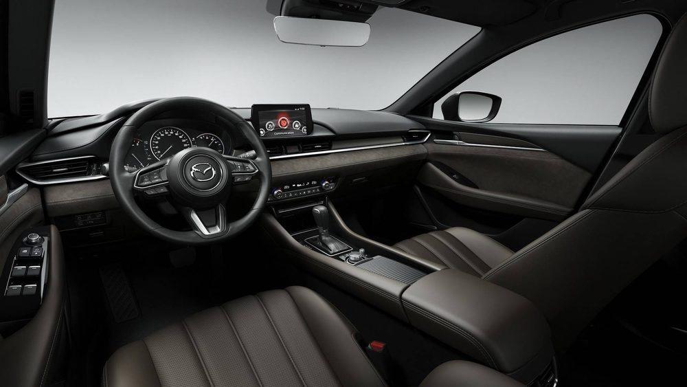 La firma de Hiroshima no se la ha jugado a la hora de actualizar su exterior o su interior, pues en poco se diferencian de su antecesor. Eso sí, ahora los Mazda6 serán más silenciosos, confortables y seguros.