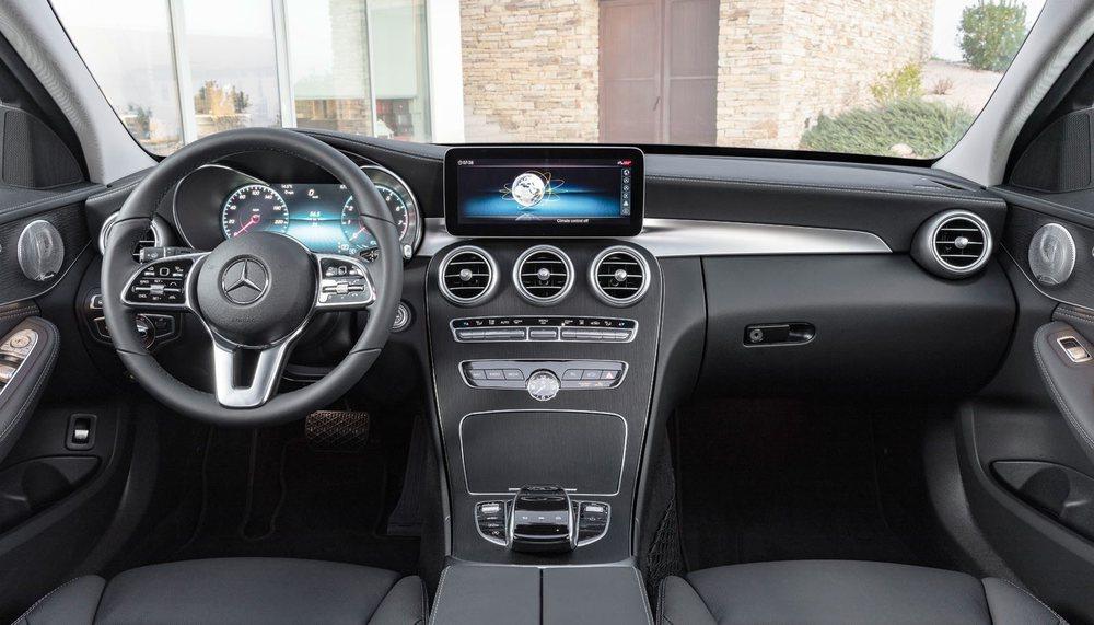En opción, el nuevo Mercedes Clase C incluye una pantalla de instrumentación totalmente digital con tre estilos de visualización.