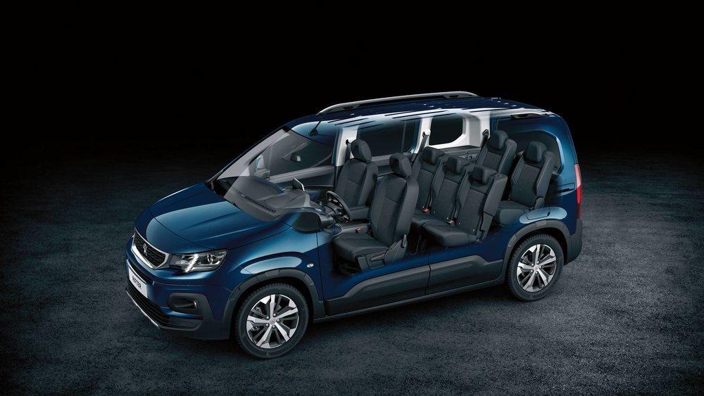 Este nuevo Peugeot Rifter se ofrecerá con carrocerías de 4,40 y 4,75 metros. Ambas pueden adquirirse con cinco o siete asientos, pero en los más largos, la tercera fila de asientos se puede desplazar longitudinalmente.