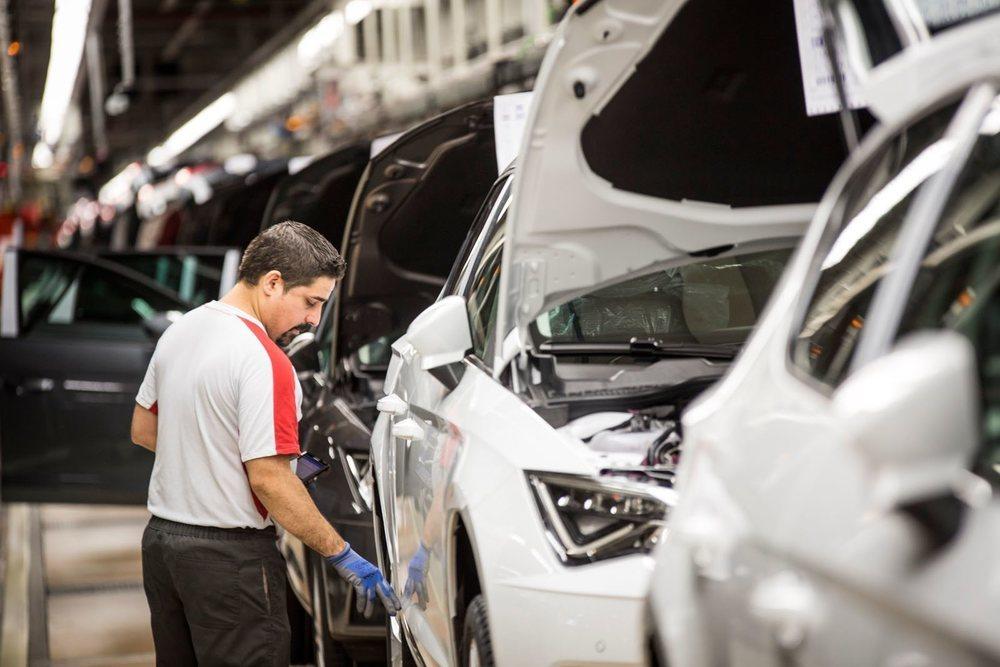 De la factoría de Seat en Martorell sale un coche cada 30 segundos, 2.300 al día. En 1993 la producción diaria era de 1.500 unidades.
