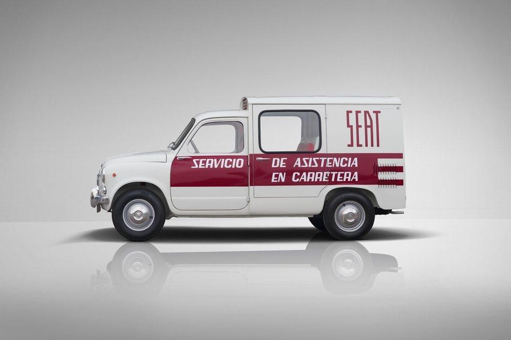 El 600 Formichetta está pintado en el color oficial del servicio de asistencia en carretera de Seat en los años 60