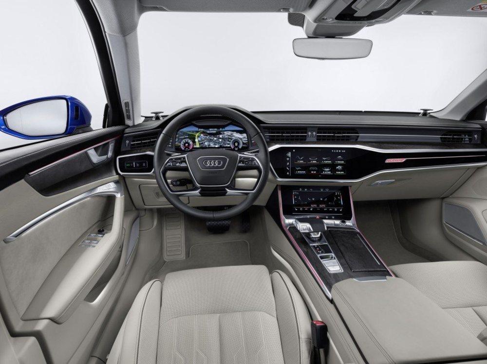 El interior está disponible con cuatro acabados diferentes. La calidad y la presentación son de primera.