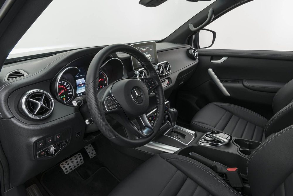 Además de mejorar sus prestaciones o potenciar su imagen exterior, los chicos de Brabus proponen para el Mercedes Clase X diferentes detalles estéticos para el interior de este pick-up.