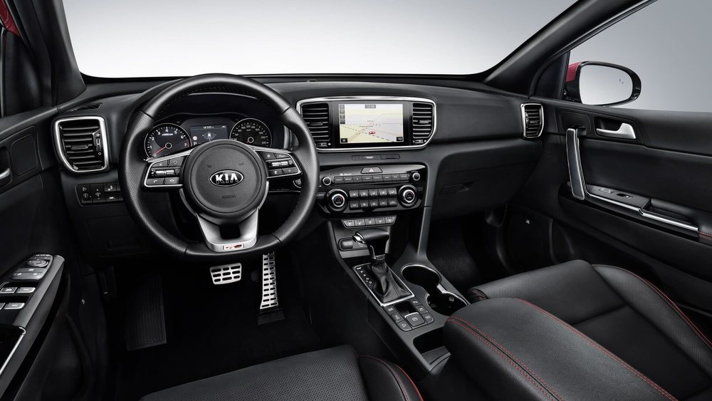Nuevos relojes, volante, tapizados, sistemas de infoentretenimiento... Serán los cambios en el interior del Kia Sportage, que estrenará la tecnología híbrida suave de 48 voltios.
