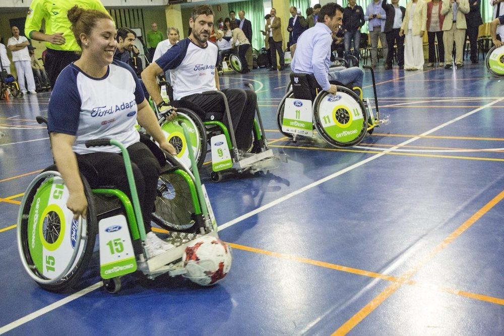 Los asistentes probaron la silla de ruedas con la que se juega a A-Ball