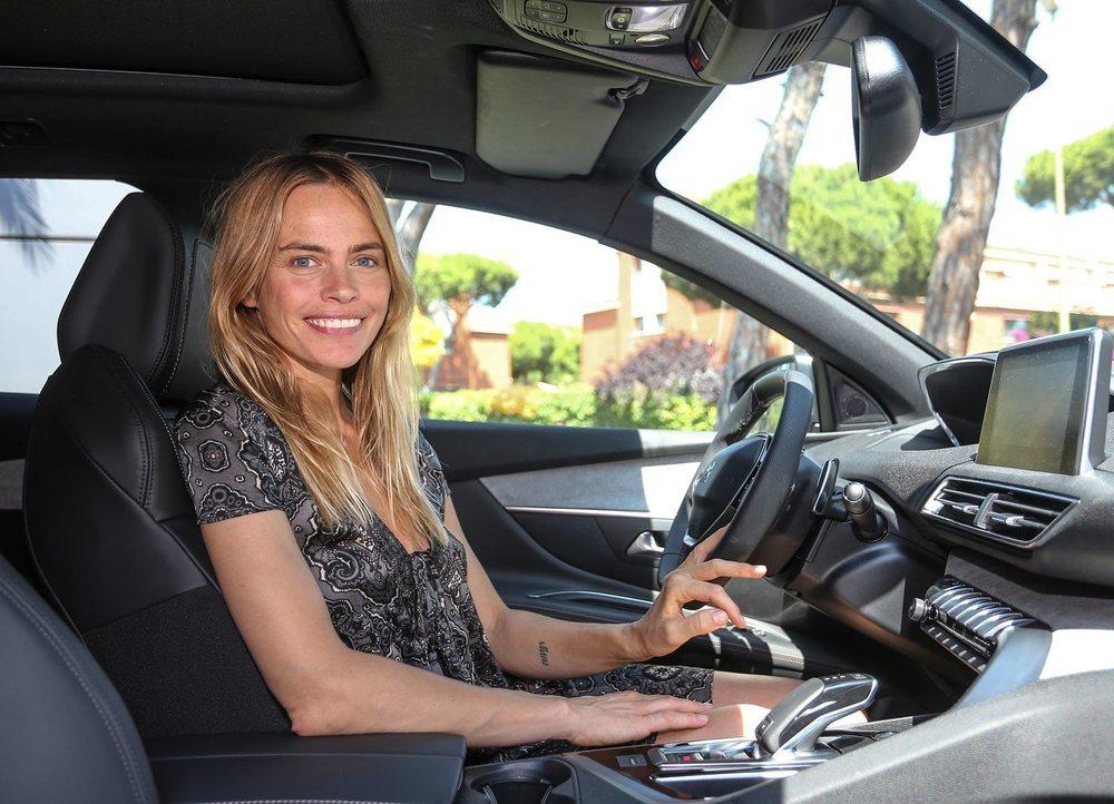 Verónica Blume ya conduce el nuevo Peugeot 3008.