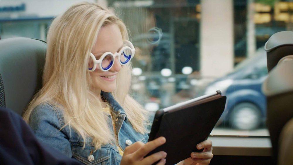 Las gafas evitan el mareo, por ejemplo, cuando queremos leer la tablet en el coche
