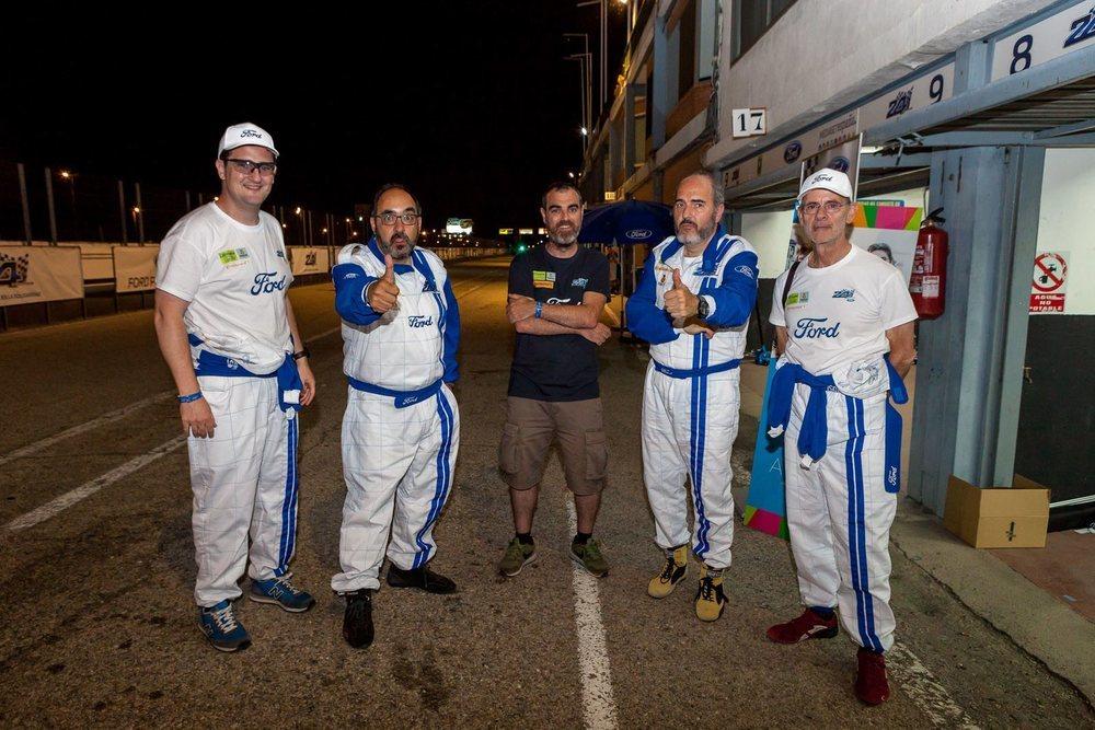 Pedro Martín, de Motor16, (segundo por la izquierda) también participó. Su coche quedó en cuarta posición.