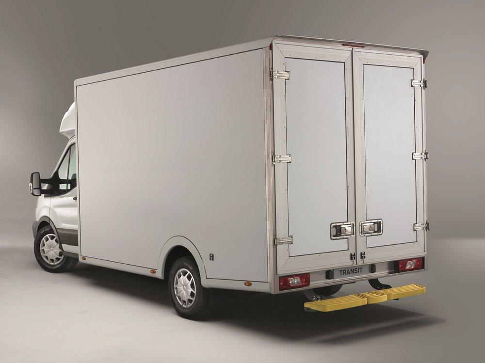 Con <strong>una altura de carga menor para poder realizar entregas más fáciles y 200 kg de carga útil adicional.</strong>